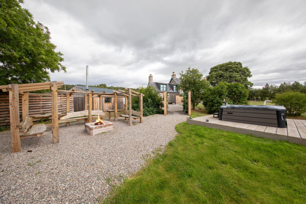 Spa-Hot-Tub-Luxury-Lodge-Aviemore-44